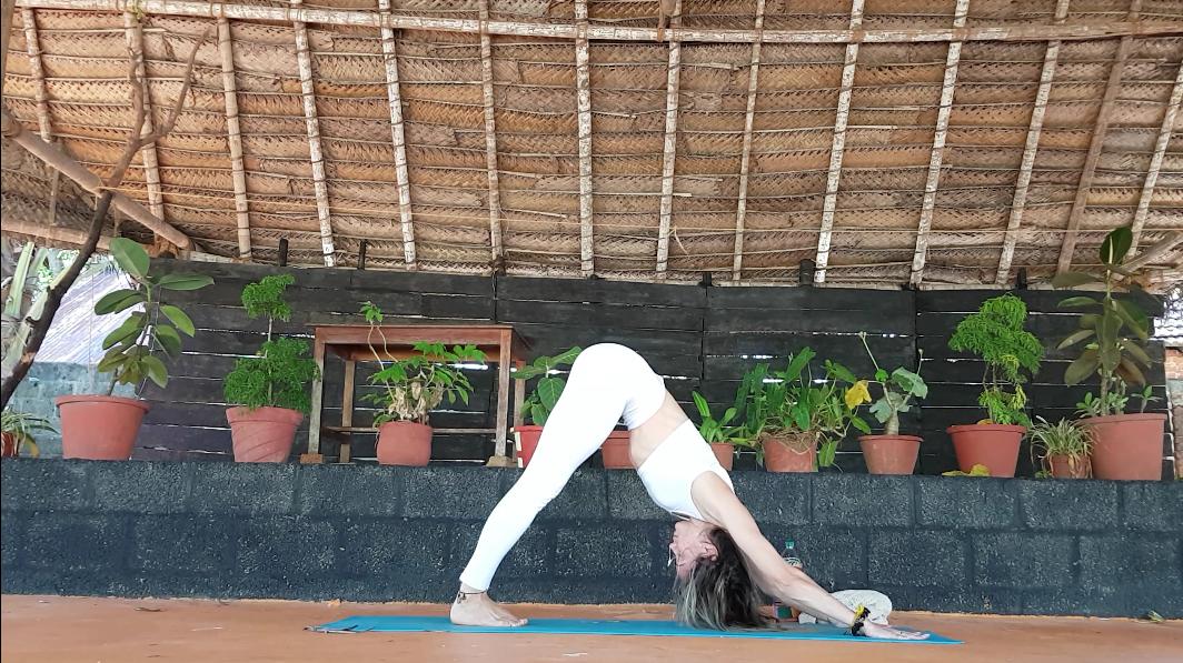 Saludo al Sol con mantras Yoga Murcia Vinyasa Flow Anandalax Simplementese